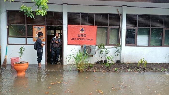 Hujan Deras Sejak Pagi, Kantor Penanggulangan Bencana Indramayu Malah Kebanjiran, Sudah Langganan