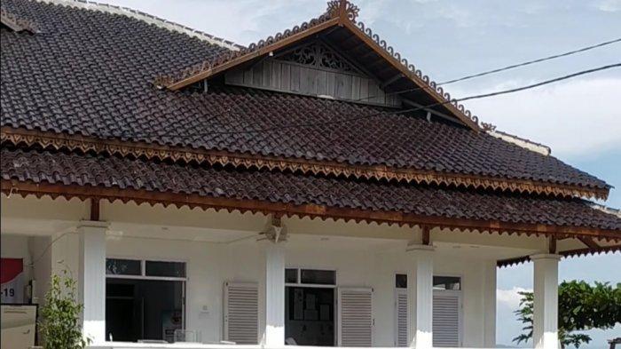 Kantor Kecamatan Mande Cianjur Tak Punya Sumber Air, Harus Jalan 500 Meter Buat Dapatkan Air