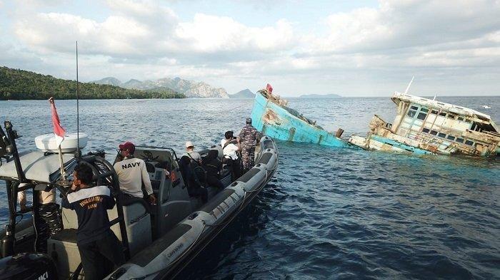 Dua Kapal Ikan Vietnam Ditenggelamkan di Perairan Pulau Tiga Natuna