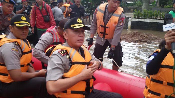 Sebanyak 600 Personil Polda Jabar Diturunkan Bantu Korban Banjir