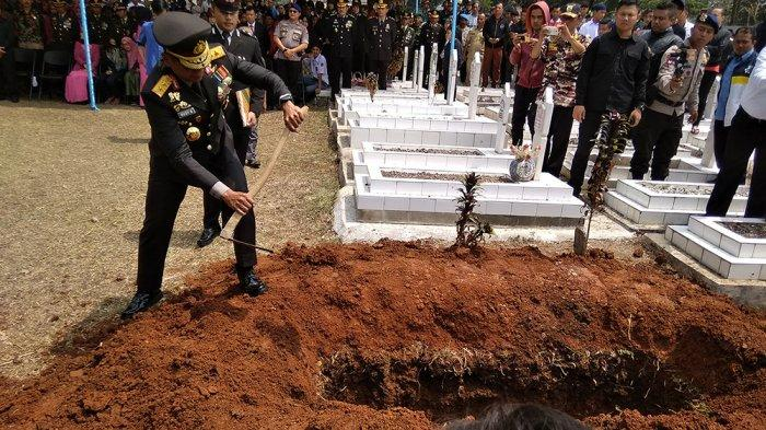 kapolda-jabar-pimpin-pemakaman-ipda-erwin.jpg