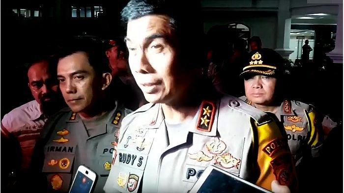 Demo di Bandung Berlangsung hingga Malam, Kapolda : Atas Nama Undang-undang Kami Bubarkan