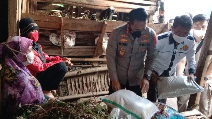 Rumah Nenek Kokom Satu Atap dengan Kandang Domba, Kapolres Cianjur Berniat Memperbaiki Bangunan Itu