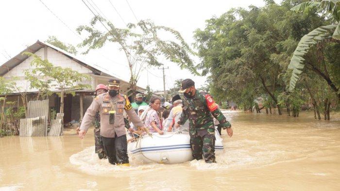 28 Ribu Warga Karawang Terdampak Banjir, di Bekasi 5 Rumah Hanyut Diseret Banjir