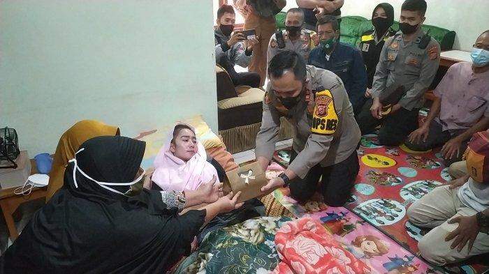 Putrinya yang Lumpuh Setelah Divaksin Dibantu Jokowi, Ayah Susan Antela: Dipakai Berobat Kalau Uang