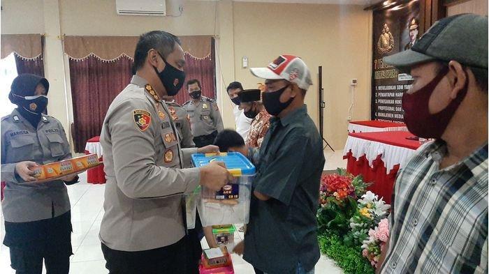 Terdampak Pandemi Covid-19, Polresta Cirebon Salurkan Bantuan untuk Penyandang Disabilitas