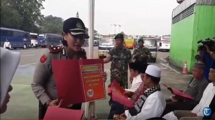 Kompol Yuni mendeklarasikan masyarakat Kota Bandung anti hoax, Senin (12/3/2018).