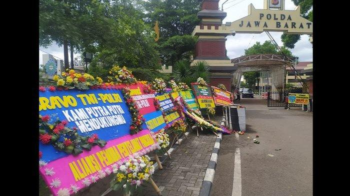 Karangan Bunga Berjejer di Mapolda Jabar Setelah FPI Tak Boleh Beraktivitas, Juga di Gedung Sate