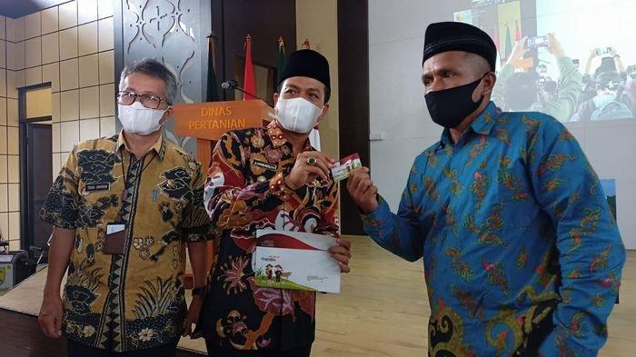 Bupati Bandung Luncurkan Kartu Tani si Bedas Bisa untuk Bantuan Permodalan Hingga Asuransi Pertanian