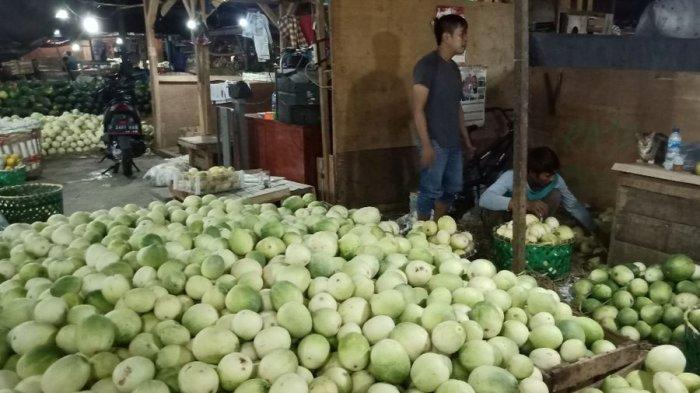 Stok Timun Suri Melimpah di Pasar Gedebage, Harganya Turun Hingga 30 Persen