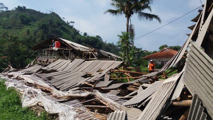 Hujan Deras, Angin Kencang Sapu 8 Rumah dan 2 Peternakan Ayam di Saguling KBB