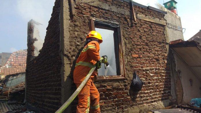 Kebakaran Rumah di Astana Anyar Kota Bandung, Api Tak Merembet ke Rumah Lain