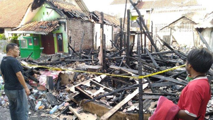 Amuk Api Jelang Sahur, 12 Kamar Kontrakan Ludes Terbakar, Korban Terancaman Lebaran di Pengungsian