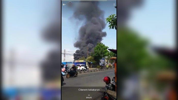 BREAKING News, Kebakaran Hebat di Cibeureum, Gudang Springbed Dilalap Api, Asap Membubung Tinggi