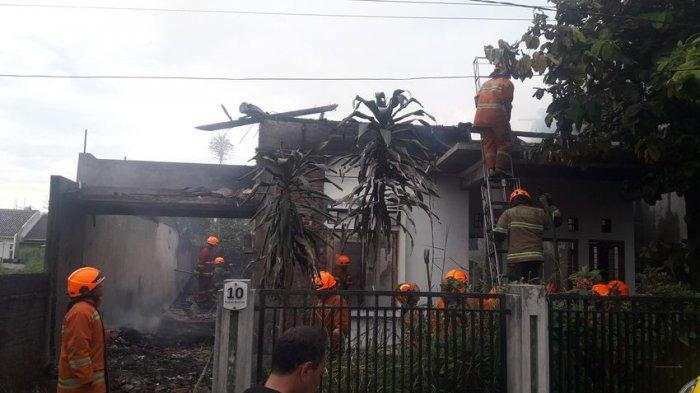 Rumah Kosong di Cisaranten Terbakar, Para Tetangga Pun Cemas