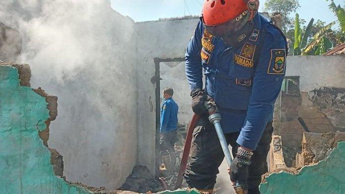 Tak Sempat Melarikan Diri Karena Stroke, Seorang Kakek di Cianjur Tewas Terbakar di Dalam Rumahnya