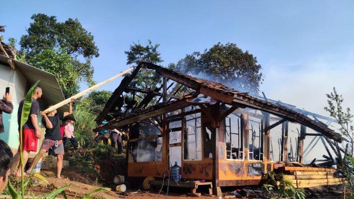 Akibat Korsleting Listrik, Sebuah Rumah di Cimanggung Sumedang Terbakar