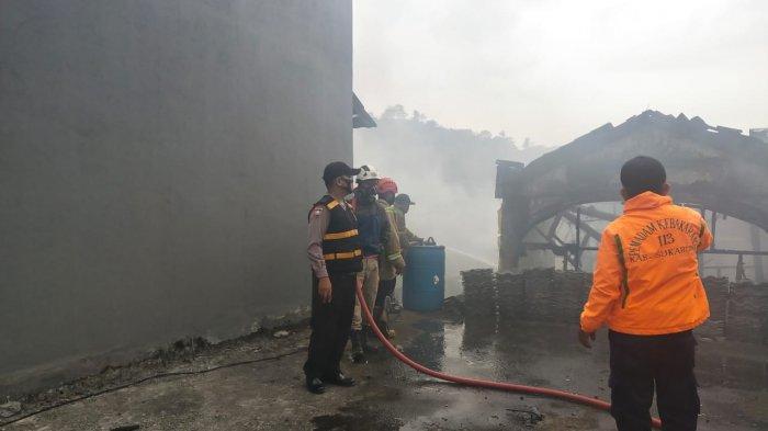 Satu Gudang dan Tiga Rumah di Cibadak Hangus Terbakar, Diduga Akibat Korsleting