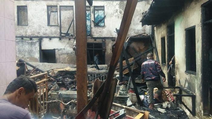 Hujan Mulai Turun Kebakaran Masih Mengintai, Kobaran Api Melumat Dua Rumah di Ciamis Saat Dini Hari