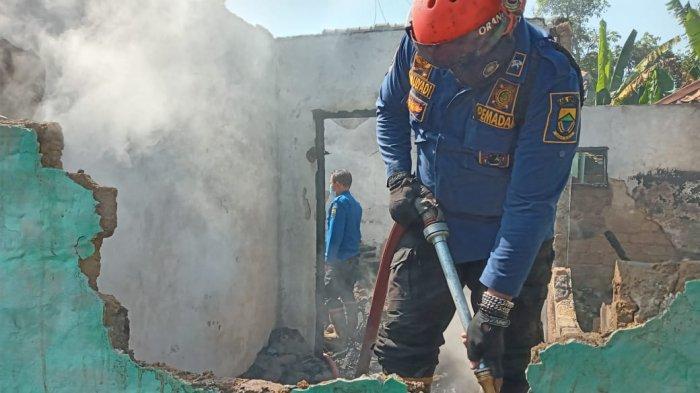 Tak Sempat Melarikan Diri karena Stroke, Seorang Kakek di Cianjur Meninggal saat Rumahnya Kebakaran