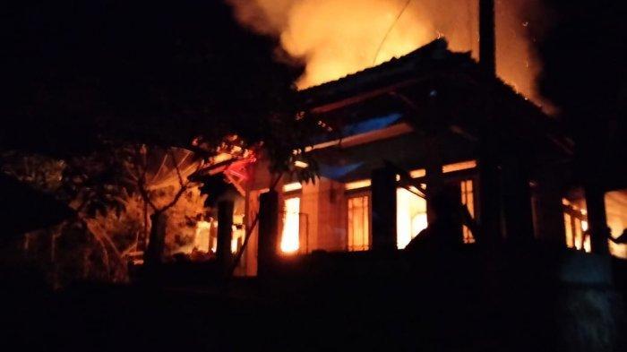 Tadi Malam 2 Rumah Warga Sindang Hayu Sukabumi Lenyap Dimakan Api, Diduga Akibat Korsleting Listrik