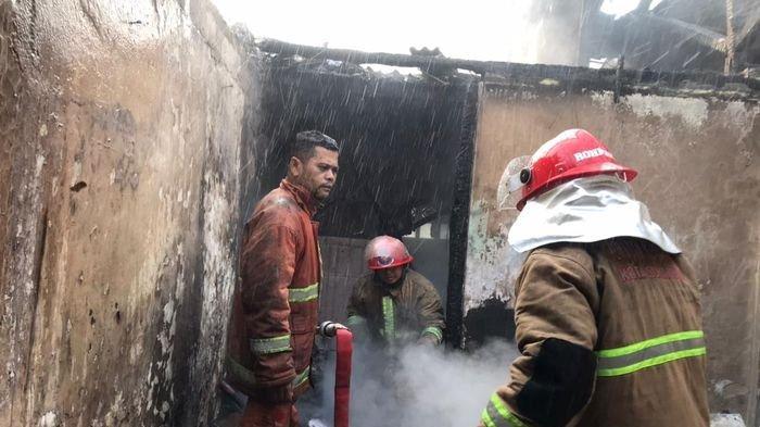 Sebuah Rumah di Sukasari Sumedang Ludes Terbakar, Sang Pemilik Kehilangan Ratusan Juta