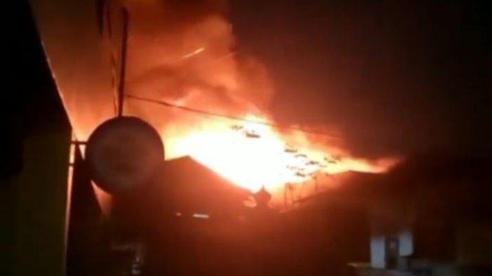 BREAKING NEWS, Kebakaran saat Magrib di Astanaanyar Bandung, Api Besar Terlihat dari Kejauhan