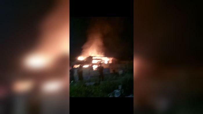 BREAKING News, Pabrik Pengolahan Beras di Sukabumi Terbakar, Warga Panik, ''Kahuruan, Kahuruan''