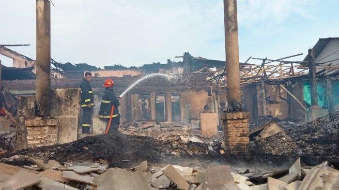 Tiga Penginapan di Pantai Santolo Garut Terbakar, 48 Kamar Hangus, Kantor Polair Juga Dilalap Api