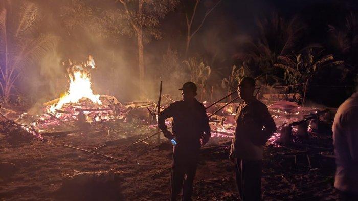 Selepas Tengah Malam, Sebuah Rumah di Ciracap Sukabumi Hangus Dilalap Api