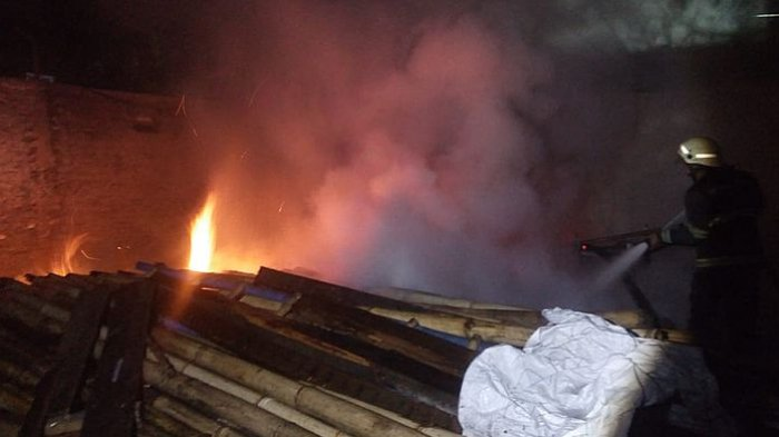 Sebuah Gudang di Jalan Terusan Kopo Terbakar, Senin Dini Hari Tadi
