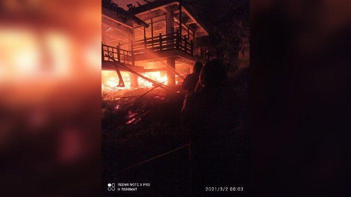 Kebakaran Hebat Hanguskan Sebuah Vila di Jatinangor Sumedang, Pemilik Rugi Ratusan Juta Rupiah