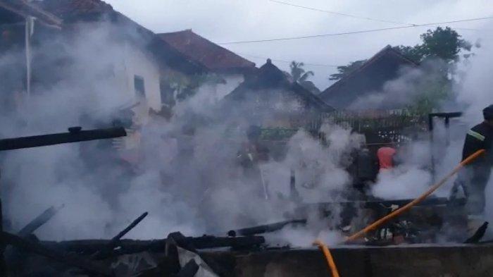 Setelah Sahur, Dua Rumah di Kuningan Kebakaran, Para Pemilik Sempat Hanya Punya Pakaian di Badan