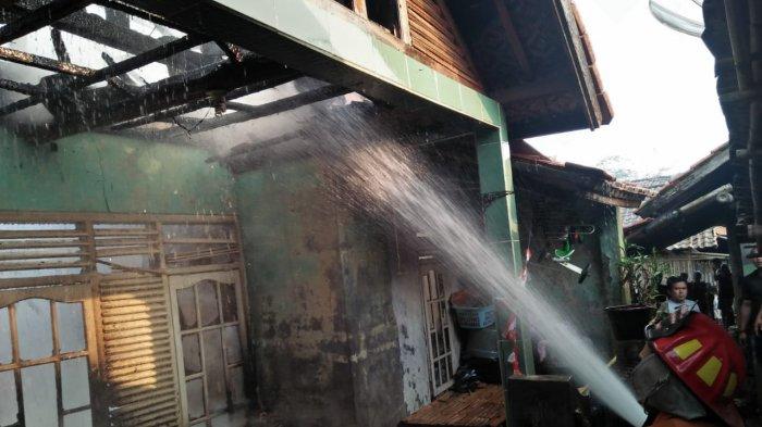 Diduga Korsleting Listrik, Satu Rumah di Purwakarta Hangus Terbakar