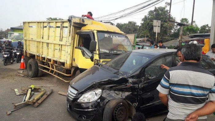 Satu Orang Meninggal Akibat Tabrakan yang Libatkan Dua Mobil di Bundaran Cibiru