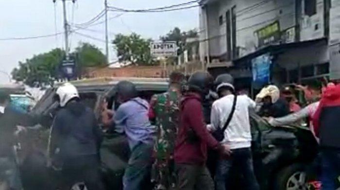Kecelakaan beruntun yang terjadi di Jatinangor, Sumedang, Minggu (29/8/2021) pagi.