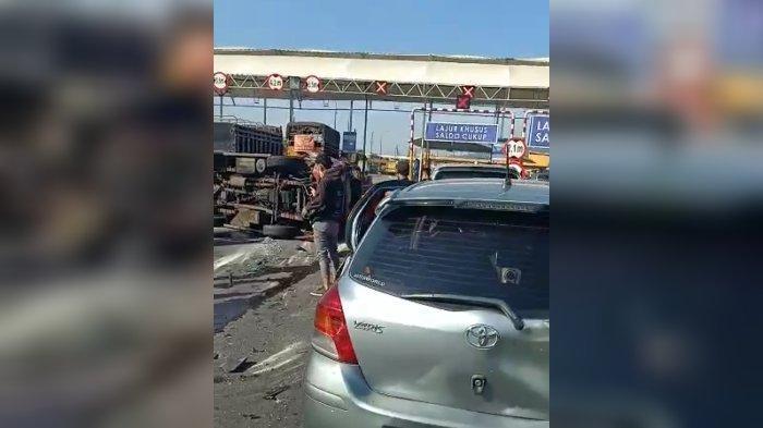 Ramai Video Kecelakaan Beruntun di Tol Cileunyi, Elf Tabrak Empat Mobil Lalu Terbalik, Ini Faktanya