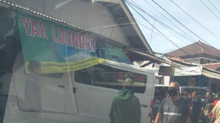 BARU SAJA TERJADI, Mobil Hantam Kios Laundry di Purwakarta, Diduga Hindari Konvoi