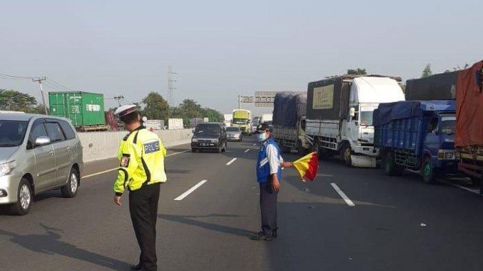 Kecelakaan di Tol Jakarta - Cikampek, Truk Bermuatan Batu Bara Terguling