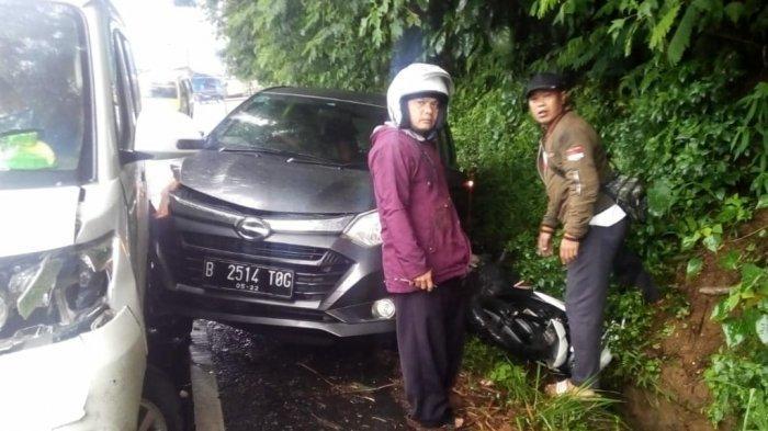 BREAKING NEWS: Kecelakaan Fatal di Puncak Libatkan 4 Mobil, Motor Vario Tergencet