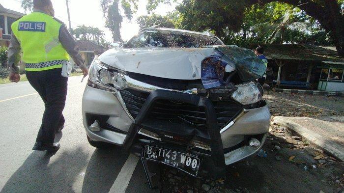 Kecelakaan Lalu Lintas di Palabuhanratu, Avanza Seruduk Gerobak Kaki Lima dan Mobil yang Parkir