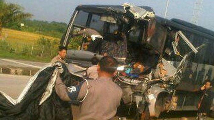 BREAKING NEWS: Orangtua Murid Syok Lihat Foto Bus Rusak Berat
