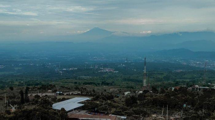 Kedai Waja Kopi di ketinggian 1.078 MDPL yang berada di kawasan Wisata Sukageuri View di Jalan Palutungan, Cisantana, Kecamatan Cigugur, Kabupaten Kuningan.