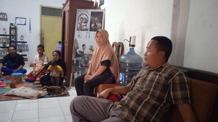 Kediaman Keluarga Jajang Nurjaman, Selasa (18/5/2021). Jajang menjadi korban tenggelam di Pantai Sayang Heulang, Kabupaten Garut, Minggu (16/5/2021).
