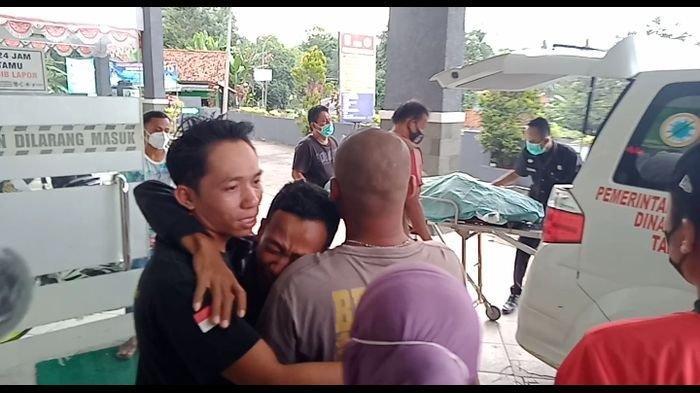 Keluarga Korban Tabrak Lari di Pangandaran Menangis Histeris di Puskesmas Kalipucang
