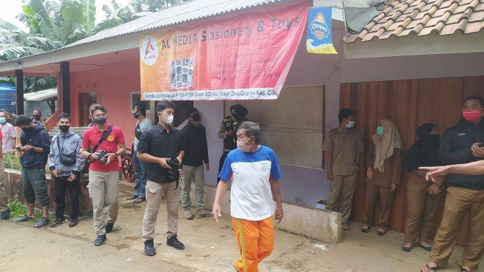 Warga dan Keluarga Tunggu Kedatangan Kapolres, akan Antar Bantuan Jokowi untuk Guru Susan