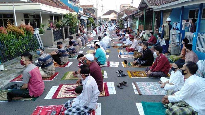 Shalat Idul Fitri di Lapangan di Jabar Diperbolehkan, Kecuali Zona Merah
