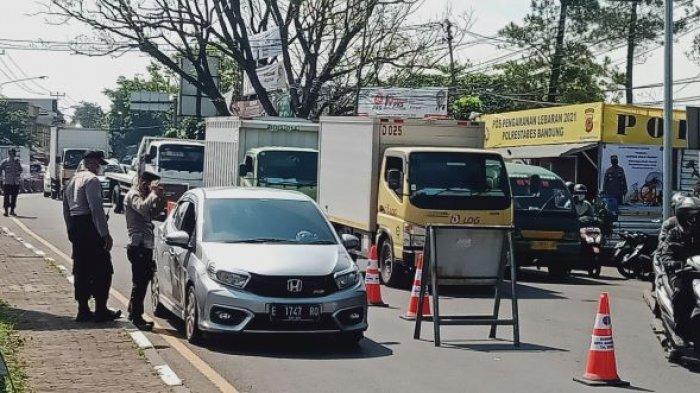 Penyekatan Kendaraan di Cibiru Kota Bandung Pagi Hari Bikin Macet, Ini Penyebabnya