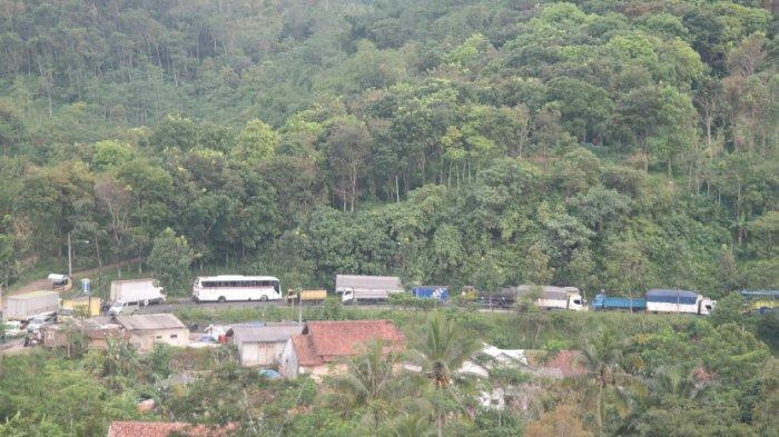 Imbas Macet Jalur Lama Purwakarta Tol Cipularang Padat, Kontra Flow Diberlakukan