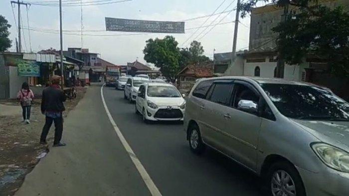 SEDANG TERJADI, Kemacetan Parah di Jalur Nagreg-Lewo Garut, Polisi Lakukan Buka Tutup, Ini Sebabnya!